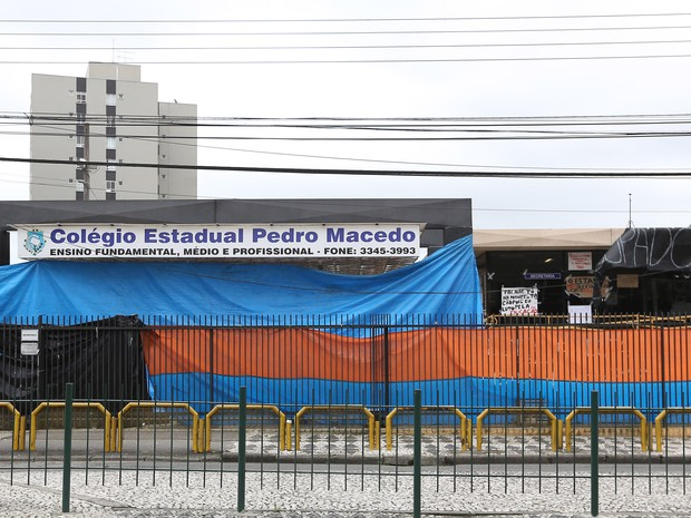 Colégio Estadual Pedro Macedo (Foto: Giuliano Gomes / Agência PR PRESS)
