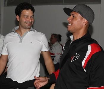 Gustavo Vieira de Oliveira e Luis Fabiano (Foto: Rubens Chiri / saopaulofc.net)