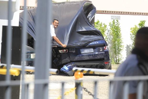 Carro em que isis Valverde sofreu acidente (Foto: Delson Silva / AgNews)