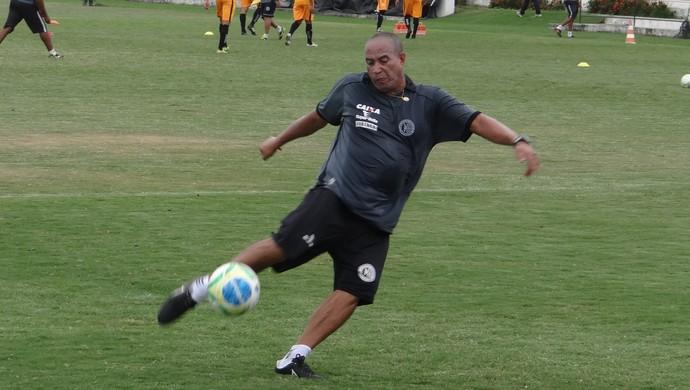 Jorgeira, preparador de goleiros do ASA (Foto: Leonardo Freire/GloboEsporte.com)