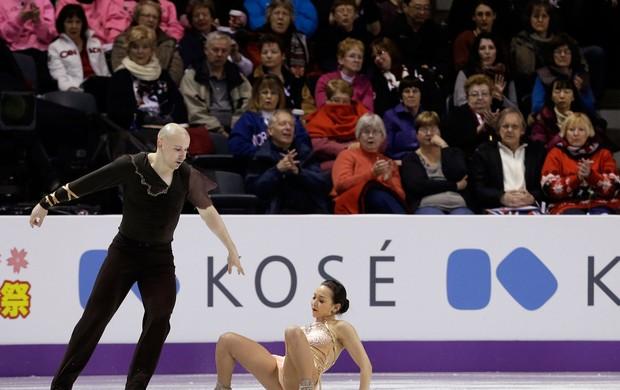 Mari Vartmann cai no Mundial de patinação do gelo, no Canadá (Foto: AP)
