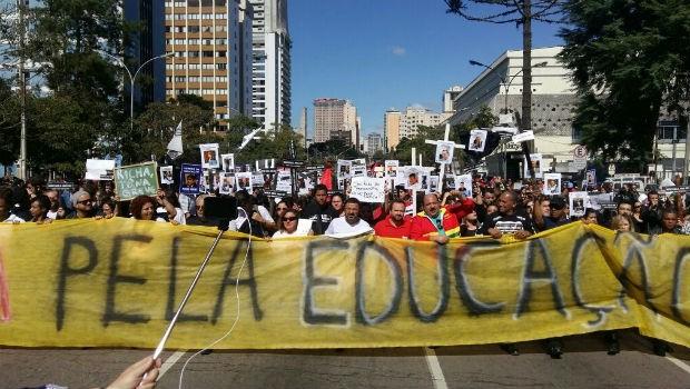 Cerca de 10 mil pessoas participam do protesto, segundo o sindicato dos professores  (Foto: Divulgação/ APP-Sindicato)