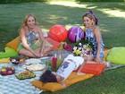 Ela é só felicidade! Bianca Rinaldi leva gêmeas em piquenique com Angélica