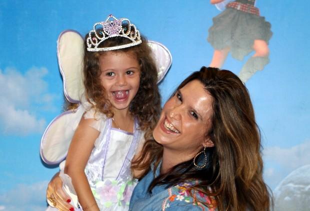 Mariana Kupfer e filha na pré estréia do novo desenho da Disney (Foto: Renan Katayama / Flash Glamour)