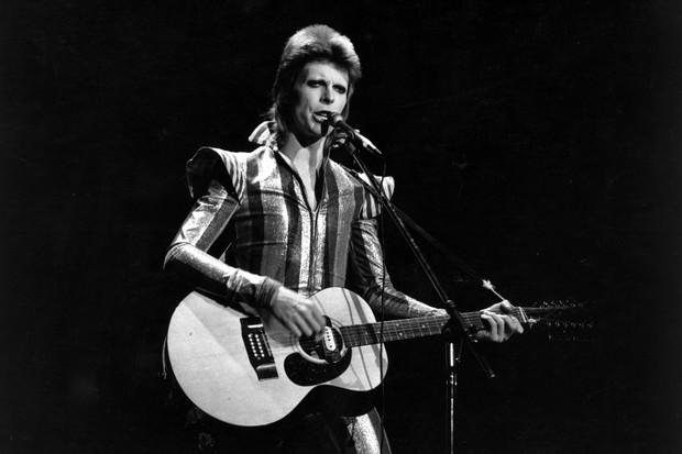 David Bowie em seu último concerto como Ziggy Stardust, em 1973 (Foto: Getty Images)