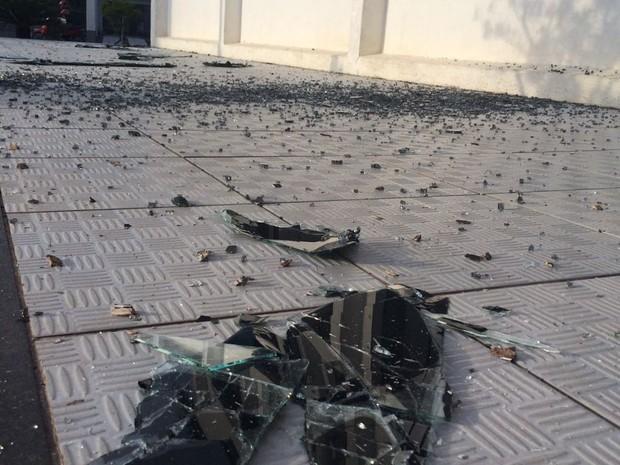 Vidros das janelas da Prefeitura de São João Batista quebraram com a explosão  (Foto:  Dirleni Dalbosco/Divulgação)