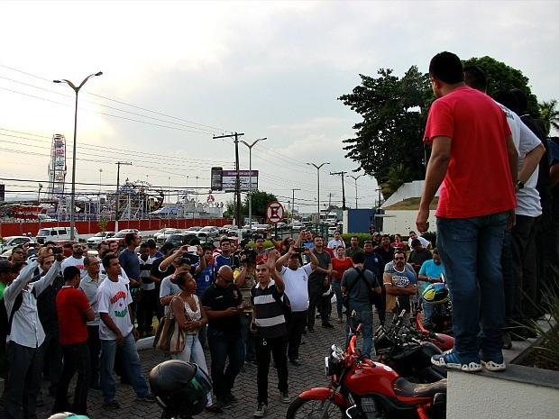 Manifestantes devem acampar na sede da ALE-AM, na Avenida Mário Ypiranga (Foto: Indiara Bessa/G1 AM)