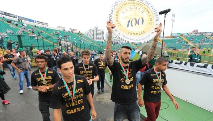 Marquinhos taça Catarinense (Foto: Luiz Henrique/Figueirense FC)