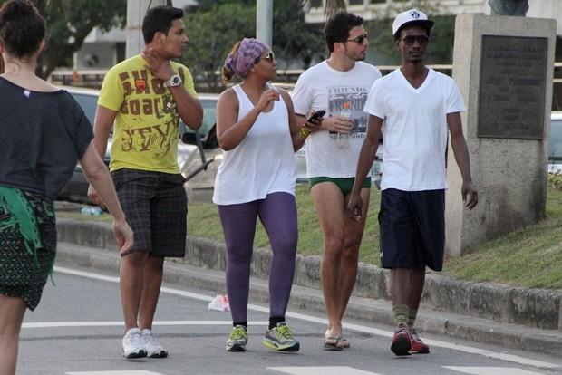 Gaby Amarantos em Ipanema, na Zona Sul do Rio (Foto:  Rodrigo dos Anjos/AgNews)