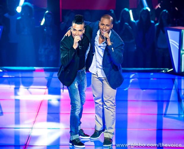 Xandy Monteiro e Maylssonn no palco do The Voice Brasil (Foto: Isabella Pinheiro/TV Globo)