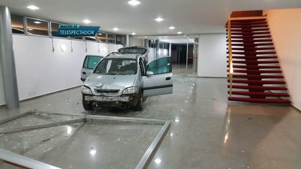 Carro invadiu Palácio da Alvorada (Foto: TV Globo/ Reprodução)