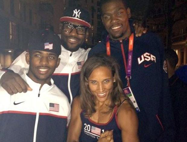 Lolo Jones e a seleção americana de basquete (Foto: Reprodução)