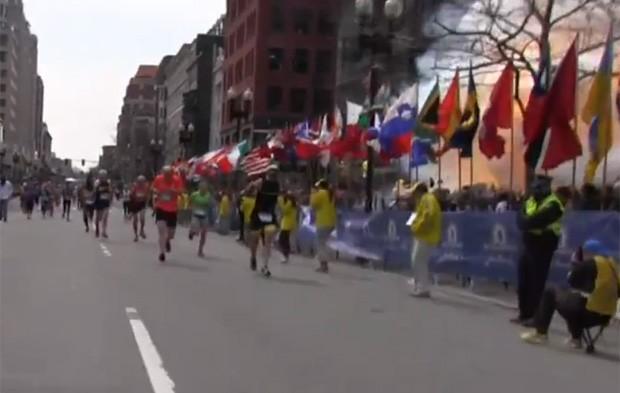 Vídeo de 2 minutos e meio mostra momento exato das explosões (Foto: Reprodução/YouTube/The Boston Globe)