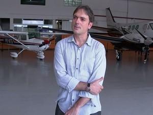 Renato pagou por aulas de voo e não conseguiu fazer aulas (Foto: Reprodução/TV TEM)