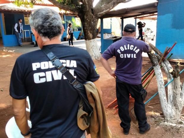 Políca interditou clínica clandestina para dependentes químicos, em Goiânia, Goiás (Foto: Guilherme Mendes/TV Anhanguera)