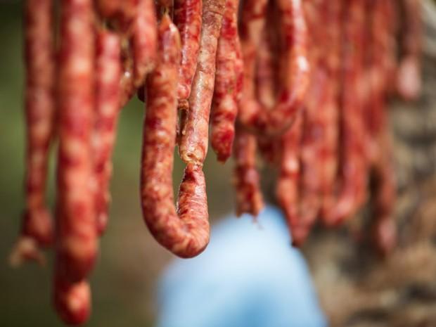Linguiça é utilizada para preparo de arroz de carreteiro e feijão tropeiro (Foto: Érico Andrade/G1)