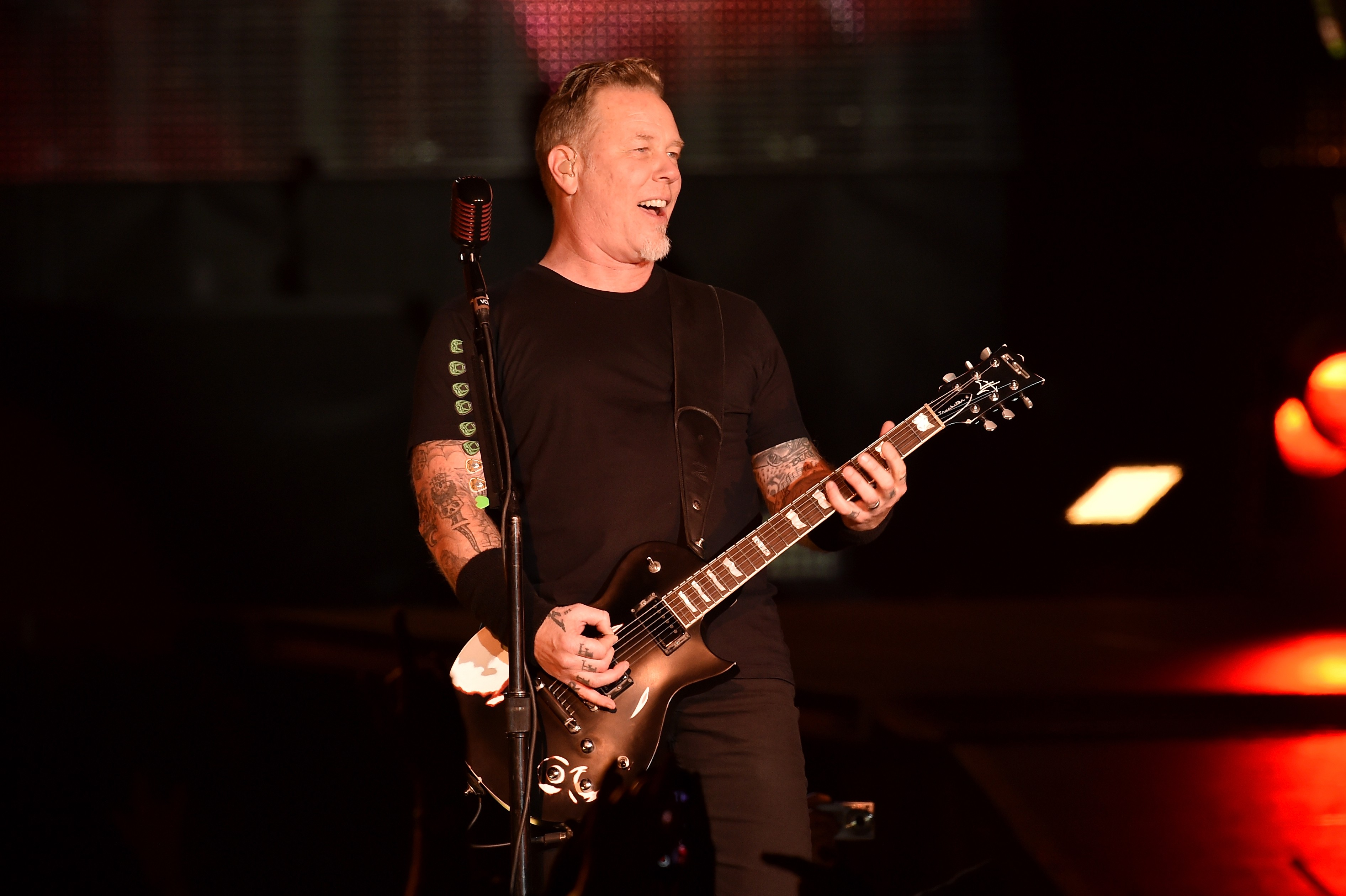 O músico James Hetfield em um show do Metallica (Foto: Getty Images)