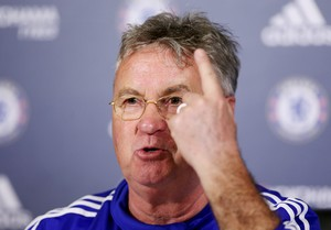 Hiddink Chelsea (Foto: Reuters)