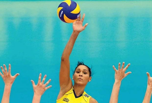 A jogadora tem 28 anos e é casada com Murilo Endres, também do vôlei (Foto: Getty Images)