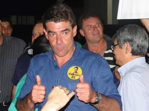 Duarte Nogueira comemora ida ao segundo turno em Ribeirão Preto (Foto: Eduardo Guidini/G1)