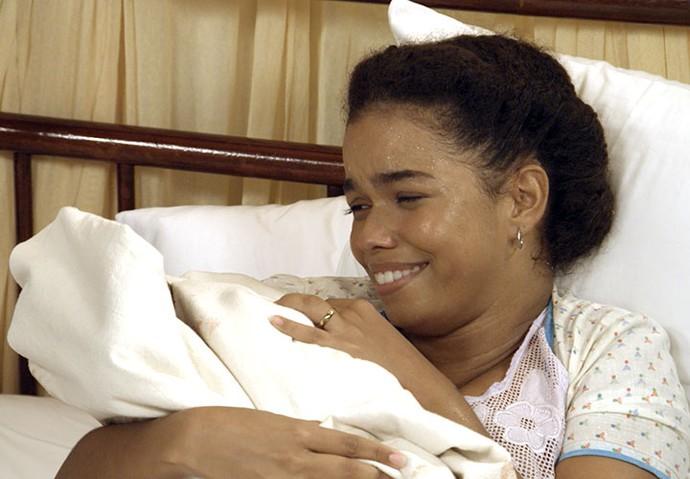 Dita dá à luz a um menino (Foto: TV Globo)