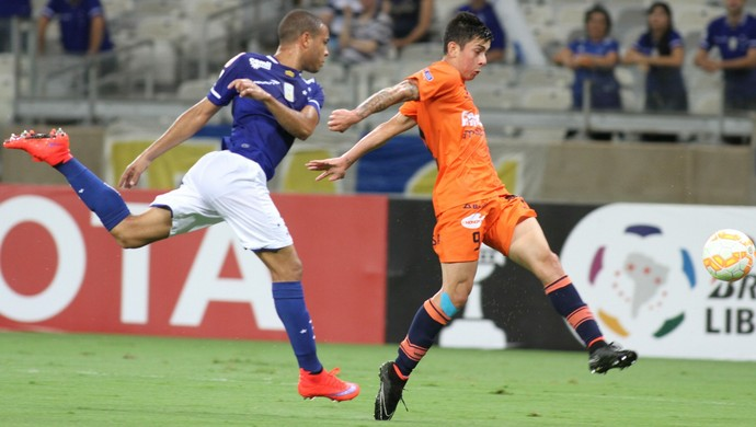 Mayke, lateral do Cruzeiro (Foto: EFE)