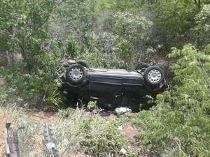 Veículo capotou ao tentar desviar de acidente em Serra Talhada, no Sertão de Pernambuco  (Foto: Reprodução/ Polícia Rodoviária Federal)