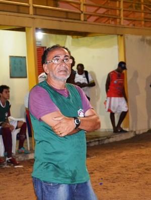 Sem muitas opções, Zé Tavares improvisa atacante no gol (Foto: Rodrigo Litaiff)