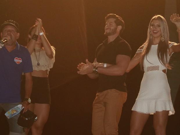 Ex-BBBs Roni e Tatiele Polyana em show em Serrinha, na Bahia (Foto: Fred Pontes/ Divulgação)