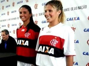 Atleta do Flamengo, Marcela Pereira, de 22 anos, morre em acidente de carro (Foto: Marcela Pereira (à dir.) na apresentação do patrocínio da Caixa (Foto: Richard Souza))