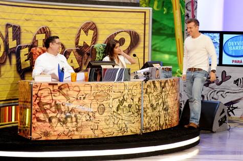 Jurados do quadro Soletrando, com Luciano Huck (Foto: Matheus Cabral/ TV Globo)