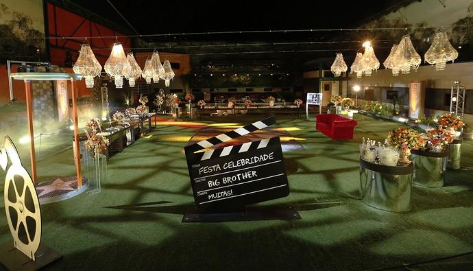 Enfeites de claquete e rolo de filme e cabine de vídeo 360º com estrela da Calçada da Fama (Foto: (Raphael Dias / Gshow))