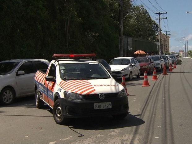 Trânsito ficou lento na região  (Foto: Imagens/TV Bahia)