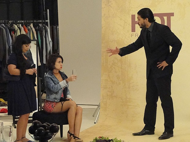 Josué faz Valéria perdir desculpas à modelo (Foto: Amor Eterno Amor/TV Globo)