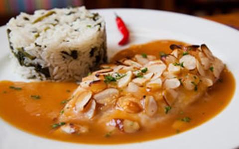 Robalo marinado com cupuaçu e arroz de jambo
