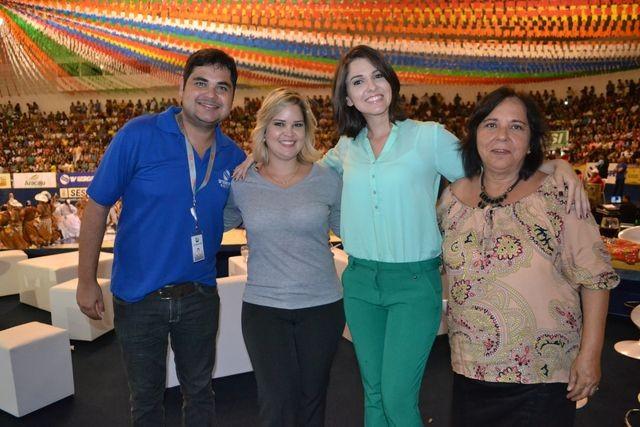 Colaboradores da TV Sergipe assistem a abertura do Levanta Poeira 2015 (Foto: Divulgação/ TV Sergipe)