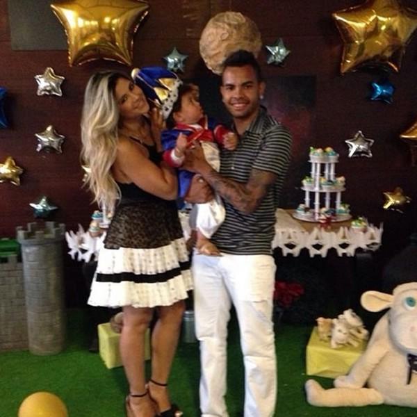 Dani Souza e Dentinho com o filho Bruno Lucas (Foto: Reprodução / Instagram)