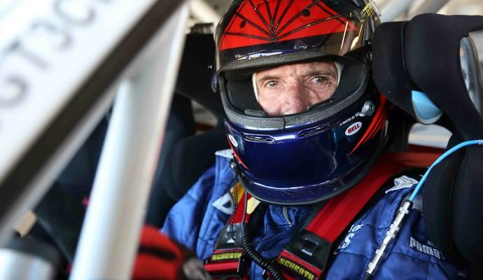 Emerson Fittipaldi testou Porsche no Autódromo do Velo Città, em São Paulo (Foto: Henrique Cardoso / Divulgação)