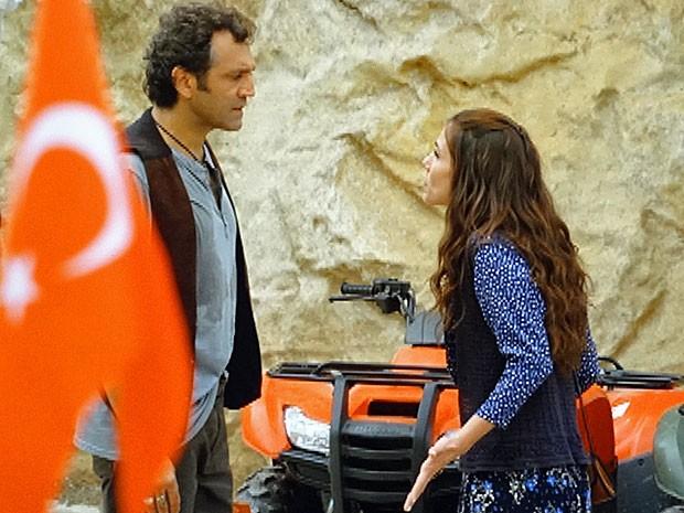 Ayla diz tudo o que queria a Zyah (Foto: Salve Jorge/TV Globo)