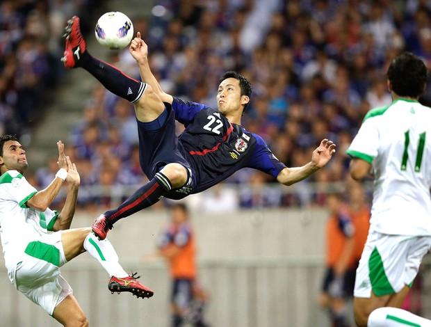Maya Yoshida na partida do Japão contra o Iraque nas eliminatórias (Foto: Reuters)