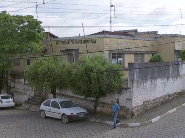 Suspeitos invadiram delegacia e furtaram objetos (Foto: Reprodução/TV TEM)