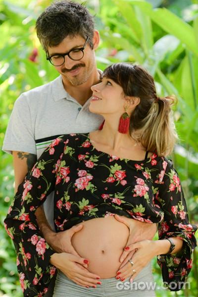 Flávia posa com o maridão (Foto: Malhação / TV Globo)