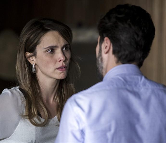 Em Dupla Identidade, Débora Falabella namorava um psicopata (Foto: TV Globo)