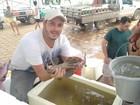 Pescadores não são pagos após resgatarem peixes do Rio Doce