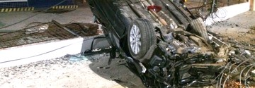 Motorista perde controle e arranca poste em São Luís (Marcial Lima / TV Mirante)
