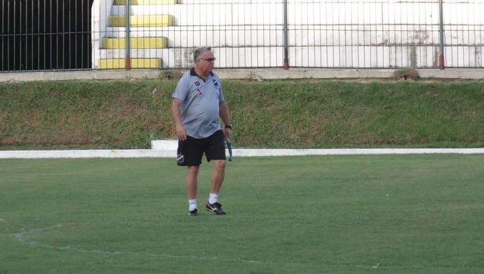 Josué Teixeira - técnico do ABC treino Frasqueirão (Foto: Carlos Arthur da Cruz/GloboEsporte.com)