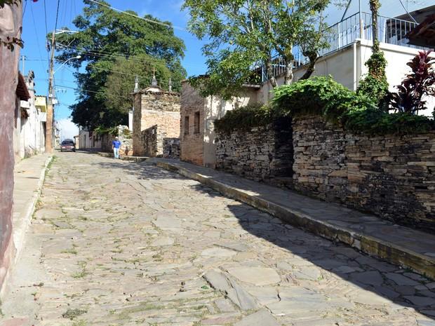 Ruas e casas de pedra chamam a atenção (Foto: Tiago Campos / G1)