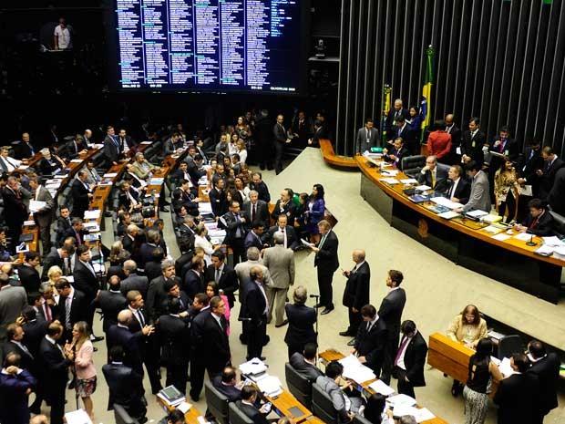Deputados e senadores analisam vetos em sessão do Congresso (Foto: Gustavo Lima / Agênca Câmara)