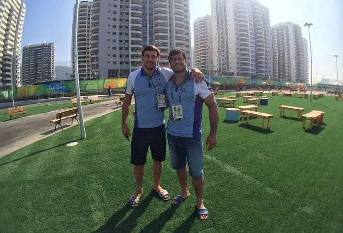 Judocas do Azerbaijão estão curtindo a Vila Olímpica (Foto: Richard Souza)