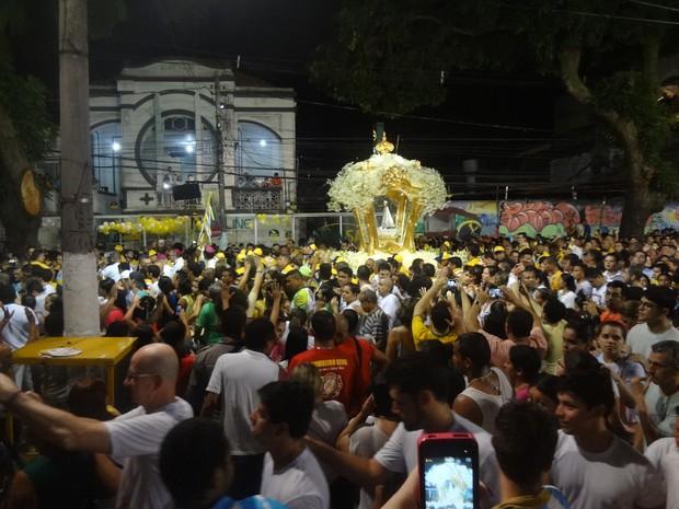 Conhecido como 'Círio das Luzes', ou 'Cirío noturno', Trasladação reúne milhares de fiéis. (Foto: Gil Sóter/ G1 PA)